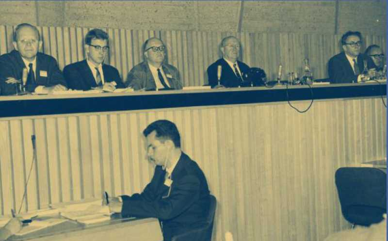 Paris Congress, 1961 – From left : Karl W. Deutsch, P. Pesonen, A. Ranney, James K. Pollock, Stein Rokkan, Bob McKensie